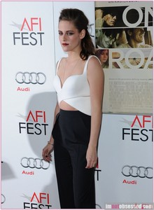 Kristen wearing a tight top<3