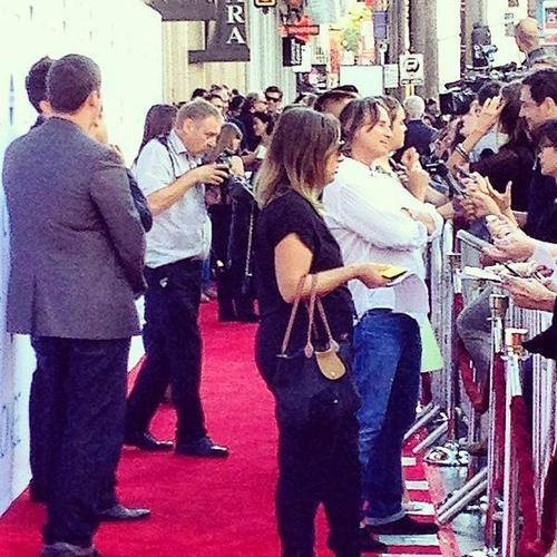 Bobby and the crowd - OUAT premiere Los Angeles last sunday :)