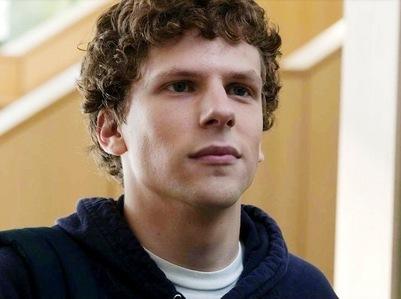 Jesse Eisenberg with curly hair<3