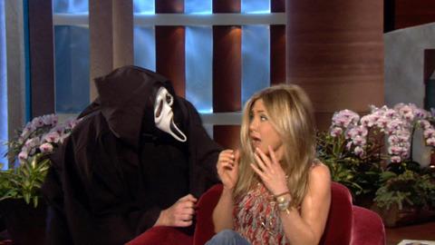 Jennifer spooked سے طرف کی ghostface :D