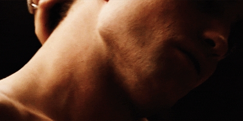 me wanna bite and suck that yummy neck like a vampire<3
