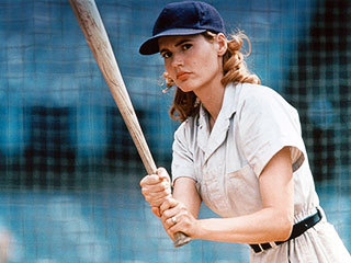 Geena Davis as Dottie Hinson,who overcomes prejudice to become the ngôi sao player in the fledgling women's league during WWII!