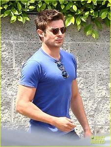 Zac in a t-shirt<3