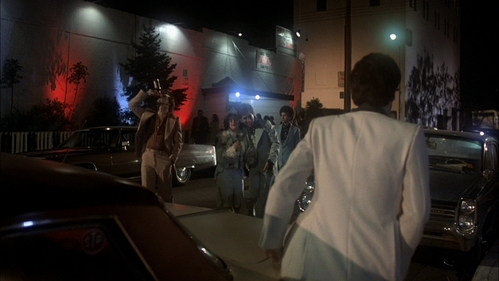 Back of John (Tony Manero) looking at his 老友记 after getting out of the car when he nearly raped his dancing partner, Karen Gorney (Stephanie).