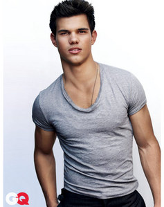 Taylor in a tight shirt<3