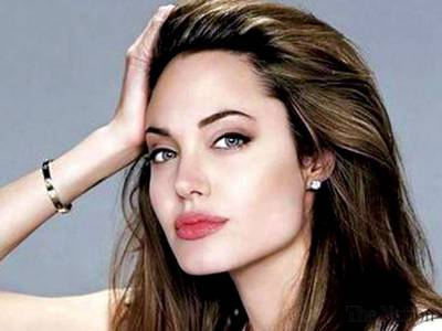 Angelina and I are very close in age:)