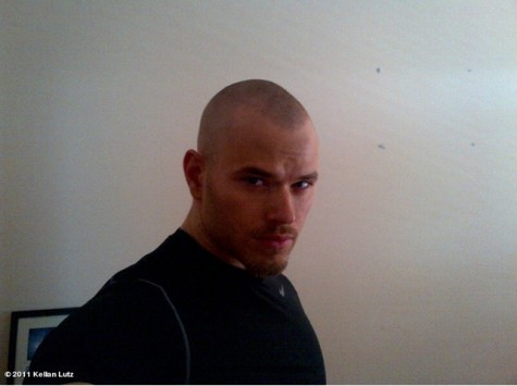 Kellan looking very different with no hair<3