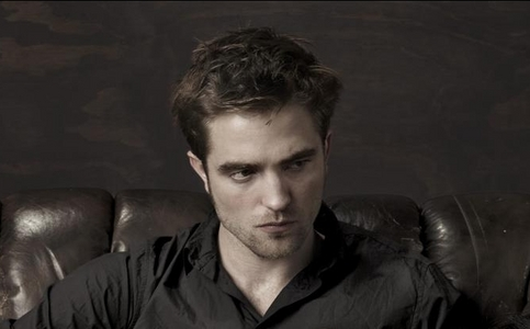 he looks even hotter in black<3