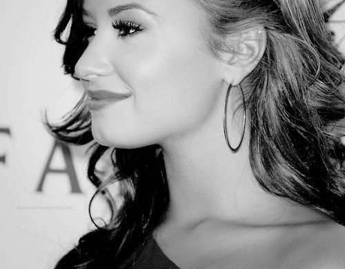 These r mine. http://static.tumblr.com/8269e1bff3981503905be6175406b2da/xarfqno/Grkmr0o3g/tumblr_static_beautiful-black-and-white-cute-demi-lovato-favim.com-654631_original.jpg