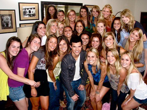 Taylor in a crowd of beautiful(and lucky)ladies<3