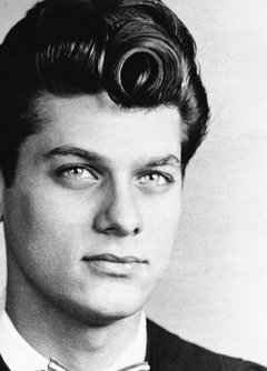 Bernard Schwartz changed his name to Tony Curtis.