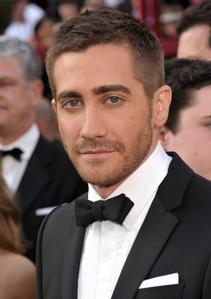 Jake Gyllenhaal with stubble<3