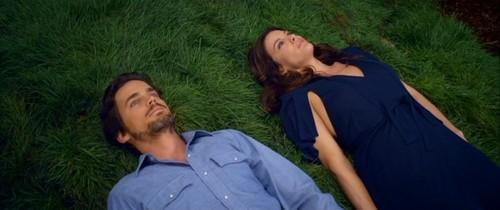 Matt Bomer and Liv Tyler lying in the grass<3