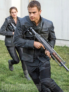 Theo with a gun,from a scene in Divergent<3