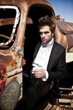 my sexy Rob looking into the distance<3