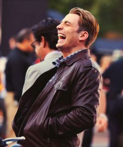 He's so fricking gorgeous when he laughs!!!