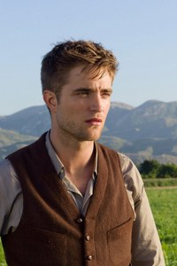 the hills are alive with the sounds of Pattinson<3