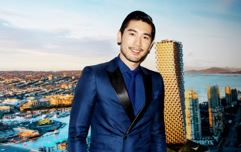 Gao looking oh so WOW in a blue suit<3