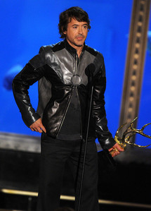 RDJ wearing a cool jacket<3