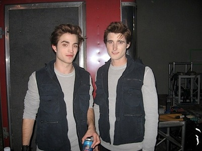 which one is the real Robert Pattinson?XD<3