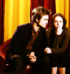 Robert looking at Kristen,who he obviously finds interesting<3