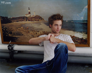 I'm definitely meer of a casual jeans and t-shirt style person,like Robert<3