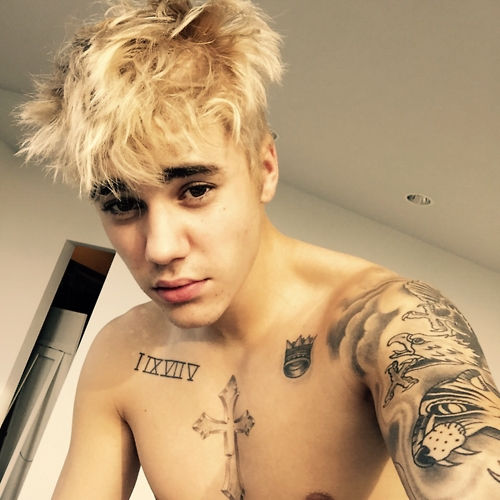 Justin dyed his hair blonde...*DEAD* <33