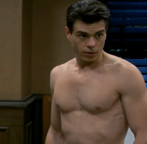 Thanks to Jessica, i now know about Matthew Lawrence.