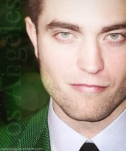 my gorgeous Robert दिखा रहा है the whites of his eyes<3