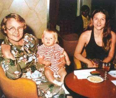Baby Leo with his mother and grandmother :)