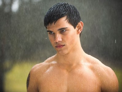 Taylor in the rain from New Moon<3