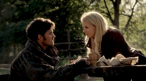 Colin looking at Jennifer Morrison from a scene in OUAT<3