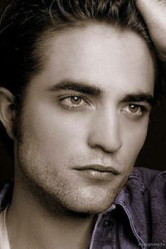 Robert has a perfect and gorgeous shaped face<3