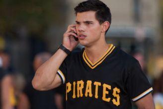 Taylor wearing a Pittsburgh Pirates baseball jersey<3