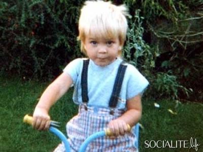 when he was a little boy,my babe Robert had blonde hair<3
