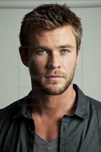 Chris Hemsworth with short hair<3