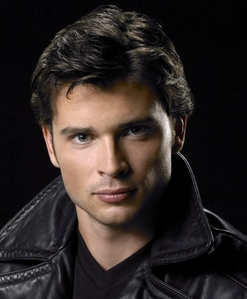 Tom Welling with black hair<3