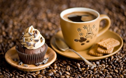 have a hot coffee with cupcake, kek cawan in an cold December morning:)