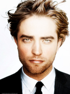 Robert and his gorgeous,amazing eyes<3