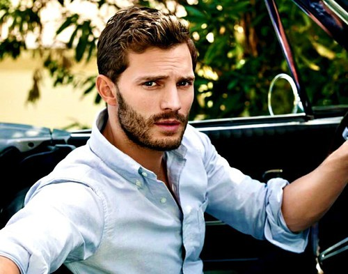 Jamie in a car<3