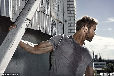 Kellan montrer his mighty fine biceps<3