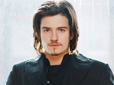 I had a big obessession for Orlando Bloom.He was my first British babe I had a major thing for.I still think he's gorgeous,but I have 2 other British hotties who have taken residence of my heart<3