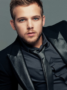 Max Thieriot<3