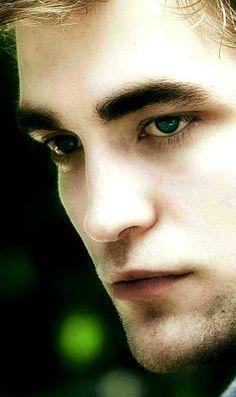 Robert's sexy chin<3