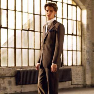 luscious Luke in a suit<3