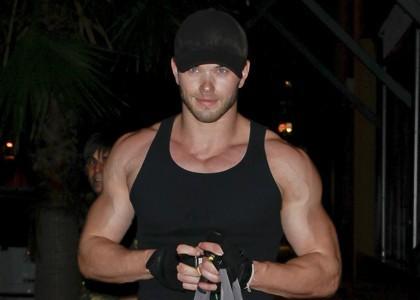 Kellan's bulging biceps<3