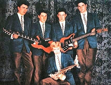 Bowie in his school band sweet how my blondie never fits in xD
