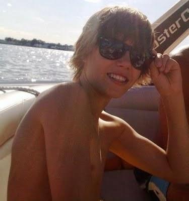 JB with a tan<3