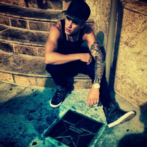 Justin with steps in Canada and a तारा, स्टार of his in Canada.