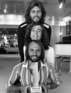 No Depends Yes Yes No jugo, jugo de Bee Gees (Barry, Robin & Marice Gibb)